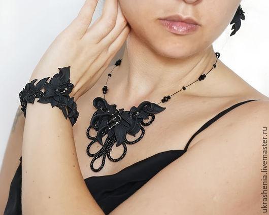 Комплект украшений черного цвета. Черное колье.черный браслет и серьги.