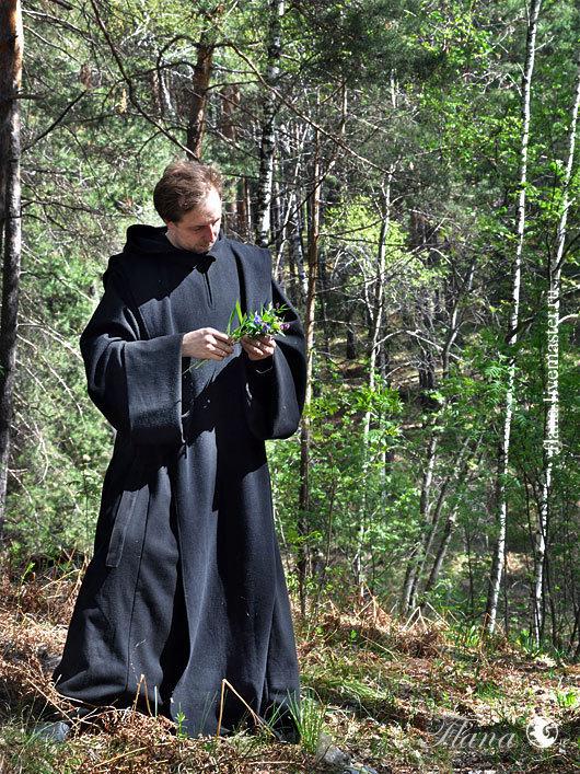 Католический монашеский орден, основанный святым Бенедиктом. Костюм бенедиктинца