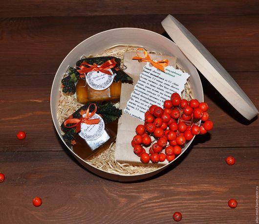 """Персональные подарки ручной работы. Ярмарка Мастеров - ручная работа. Купить Подарочный набор в круглой коробке """"Рябиновые бусы-2"""". Handmade."""