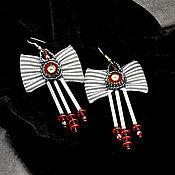 Украшения ручной работы. Ярмарка Мастеров - ручная работа Серьги бантики черно бело красные с вышивкой и подвесками. Handmade.