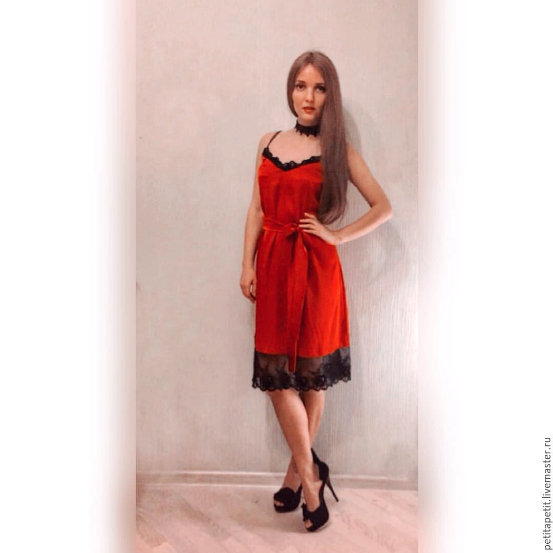 Платье из шелкового кружева
