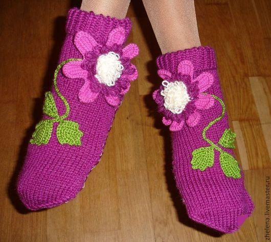 """Обувь ручной работы. Ярмарка Мастеров - ручная работа. Купить Вязаные носкотапки """"Цветы Клематиса"""". Handmade. Фиолетовый, подарок девушке"""