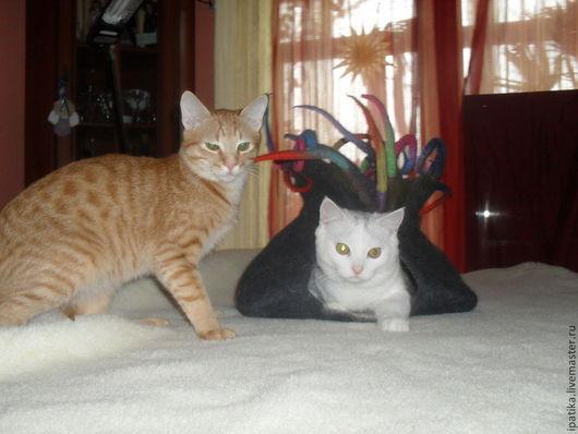 Валяный домик для питомцев. Пещера для кошки Ручная работа  iPatika. Ярмарка Мастеров.