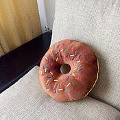 """Для дома и интерьера ручной работы. Ярмарка Мастеров - ручная работа Подушка """"Пончик шоколадный"""". Handmade."""