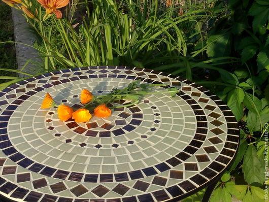 Мозаичный столик `Янтарное ожерелье` это кусочек Балтийского взморья у Вас дома. Мы дарим вам тепло наших рук. MKsky