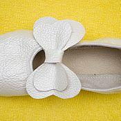 Работы для детей, ручной работы. Ярмарка Мастеров - ручная работа Чешки кожаные с бантиком. Handmade.