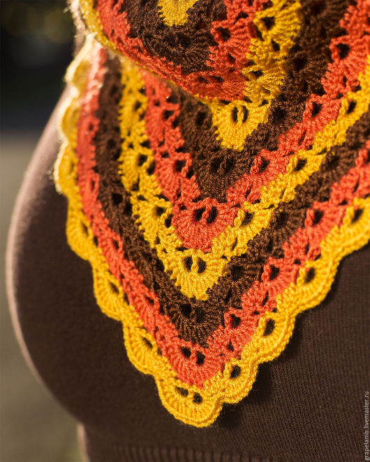 Тонкий весенний шарф-косынка из микрофибры. Сочный и жизнерадостный.  Цена - 4500 рублей.