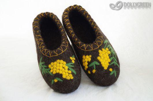 """Обувь ручной работы. Ярмарка Мастеров - ручная работа. Купить Валяные тапочки """"Веточка мимозы"""". Handmade. Темно-серый, мимоза"""