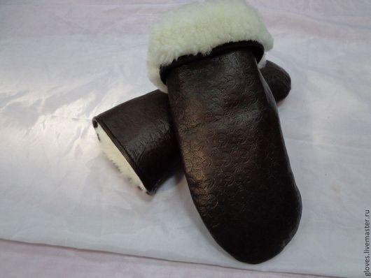Варежки, митенки, перчатки ручной работы. Ярмарка Мастеров - ручная работа. Купить Варежки кожаные женские коричневые на натуральном меху овчина. Handmade.