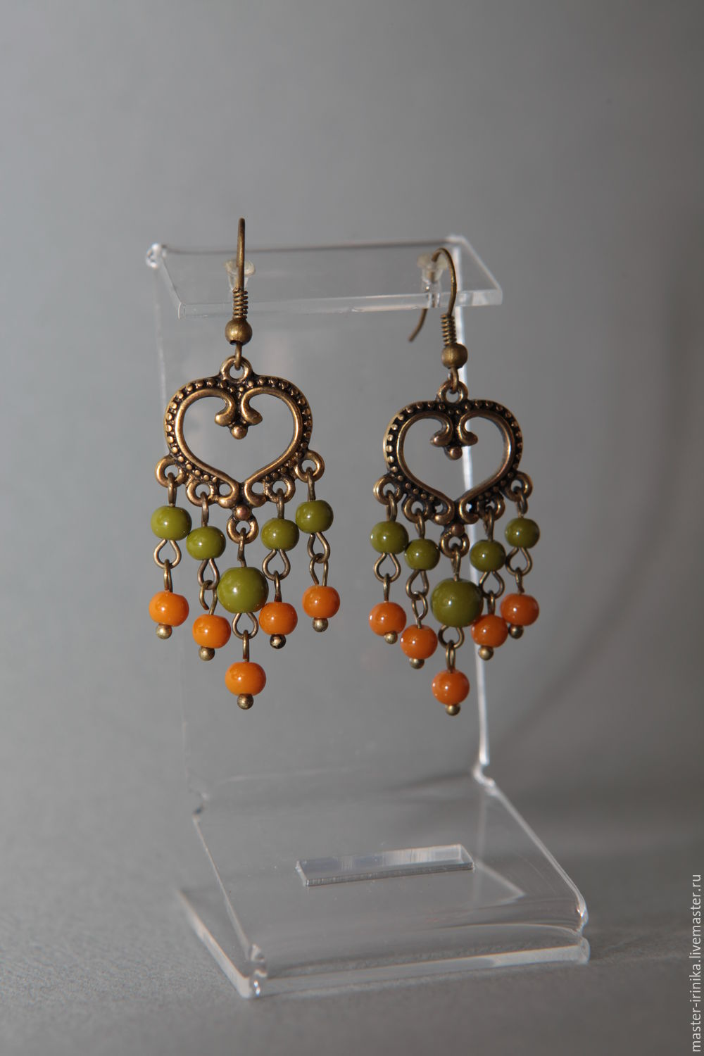 Earrings long Lesnaya Skazka in green and terracotta tones. The image of the fall of the studio images of Irina N IriNika. Jewellery creating an image Photo of the author