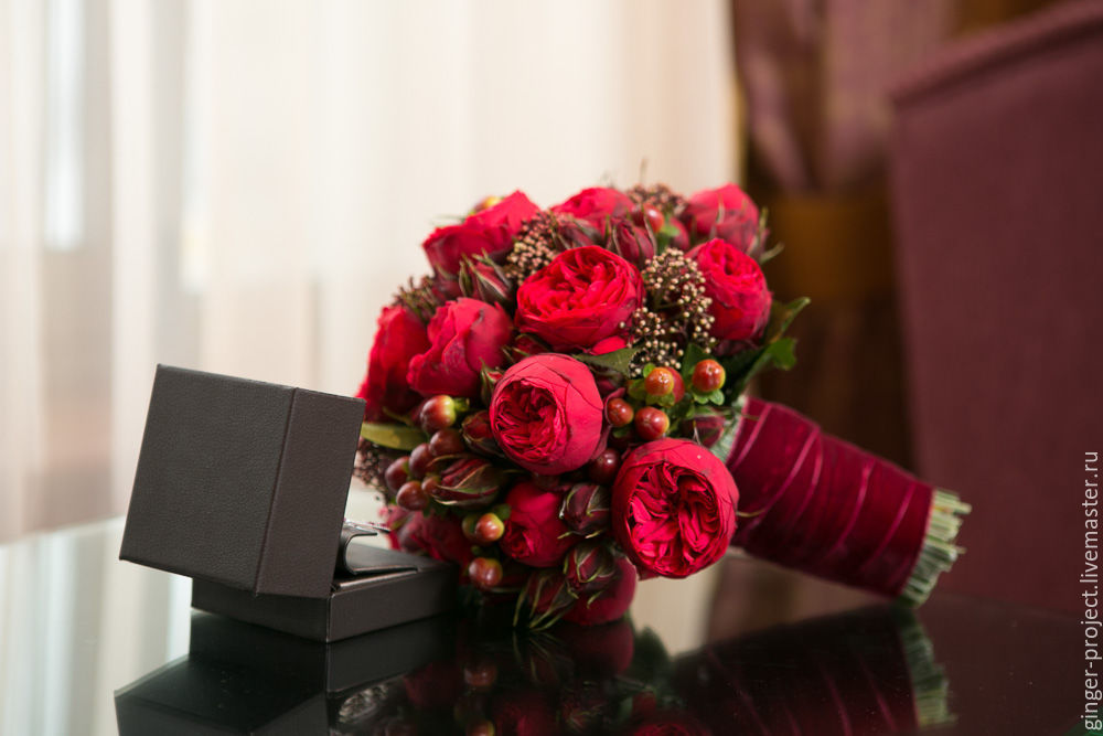 Букет для невесты бордового цвета