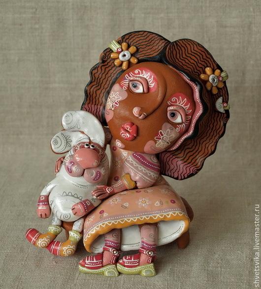 Подарочные наборы ручной работы. Ярмарка Мастеров - ручная работа. Купить Девочка с зайчиком.Скульптурка керамическая. Роспись по керамике.. Handmade.