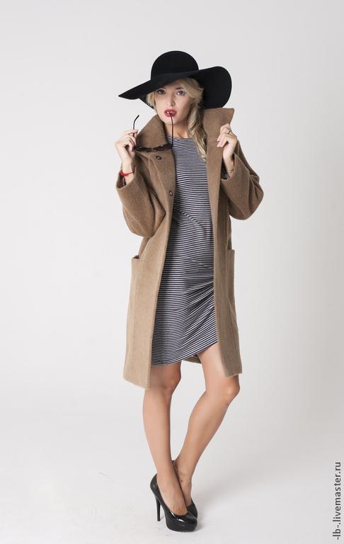 Стильное пальто `Camel` в стиле минимализм.  Строгий силуэт с простыми чётко выверенными линиями кроя подойдёт и для делового стиля, и для street style.  В наличии имеются пальто в других цветовых вариантах. Также возможен пошив по индивидуальному заказу.