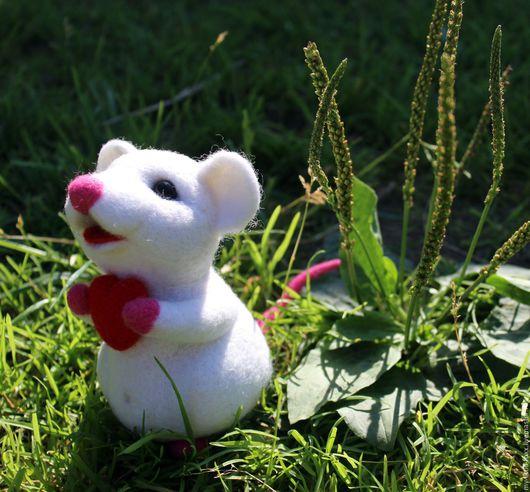 Игрушки животные, ручной работы. Ярмарка Мастеров - ручная работа. Купить Мышка. Handmade. Белый, сердце, белая мышь