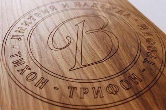 """Кухня ручной работы. Ярмарка Мастеров - ручная работа. Купить Доска деревянная с гравировкой """"Монограмма"""". Handmade. Разделочная доска"""