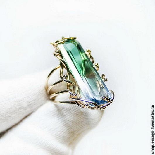 Потрясающее  кольцо с контрастным полихромным кварцем в роскошной золотой оправе! Авторская ручная работа. Единственный экземпляр!