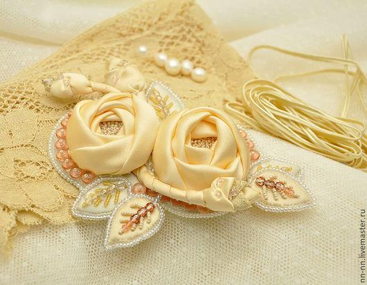 брошь, кремовая брошь, брошь с вышивкой, вышитая брошь, брошь вышитая бисером, брошь расшитая бусинами, брошь москва купить, свадебная брошь, свадебное украшение, брошь с розами,