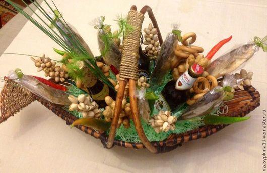 Персональные подарки ручной работы. Ярмарка Мастеров - ручная работа. Купить Корзина с пивом, воблой, фисташками, арахисом и т. д.. Handmade.
