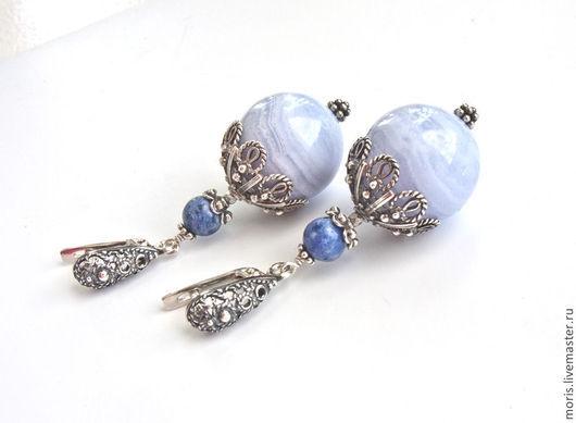 Крупные серьги из серебра, натурального сапфирина (голубого агата), очень красивого голубого цвета, голубого содалита, с красивейшими ажурными шапочками и замочками из серебра российских мастеров.