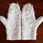 """Аксессуары ручной работы. Ярмарка Мастеров - ручная работа Варежки валяные """"Кудрявая кокетка"""" белые. Handmade."""