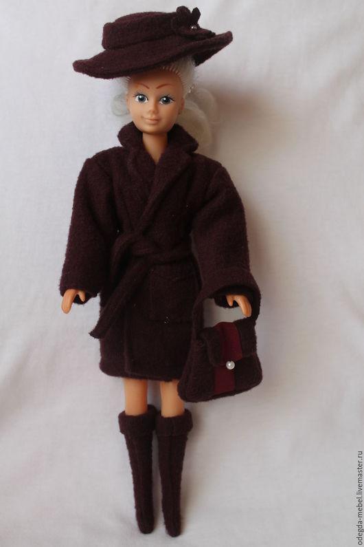 Одежда для кукол ручной работы. Ярмарка Мастеров - ручная работа. Купить Пальто со шляпой, сапожками и сумочкой для Барби. Handmade.
