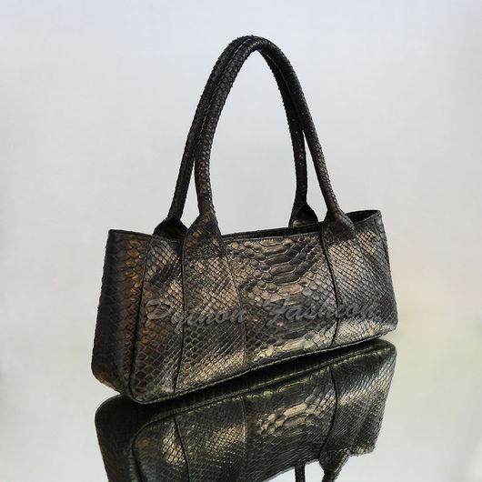 Сумочка из питона. Классическая черная сумочка из питона. Красивая женская сумочка на плечо. Модная женская сумочка ручной работы из питона. Женская сумка из питона с длинными ручками. Питоновая сумка