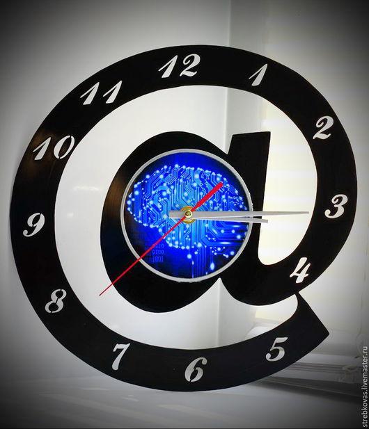 """Часы для дома ручной работы. Ярмарка Мастеров - ручная работа. Купить Оригинальный подарок. Настенные часы """"собака"""", сделанные из пластинки. Handmade."""
