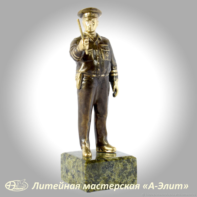 Бронзовая статуэтка Гаишник, постовой ДПС. Сувениры из бронзы ДПС, Именные сувениры, Златоуст,  Фото №1