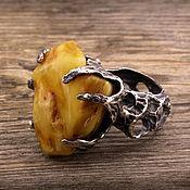 """""""Забытые боги"""" серебряное кольцо с натуральным янтарем"""