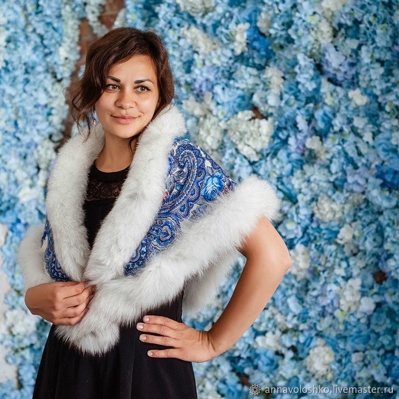Shawl with fur