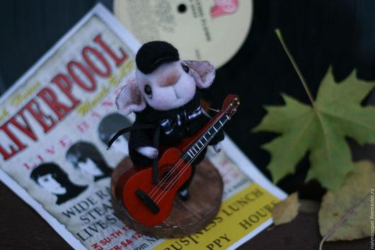 Миниатюра ручной работы. Ярмарка Мастеров - ручная работа. Купить Мышка  игрушка. Мышонок музыкант .. Handmade. Мышка игрушка, гитарист