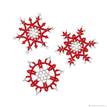 Подарки к праздникам ручной работы. Ярмарка Мастеров - ручная работа Снежинки из бисера (набор из 3 шт.). Handmade.