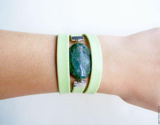 Браслеты ручной работы. Ярмарка Мастеров - ручная работа. Купить Женский браслет с крупным камнем  Салатово-зеленый. Handmade.