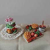 Кукольная еда ручной работы. Ярмарка Мастеров - ручная работа Кукольная еда: фруктовые досочки. Handmade.