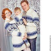 Одежда ручной работы. Ярмарка Мастеров - ручная работа Вязаный свитер и платье  с оленями.Семейный комплект. Handmade.