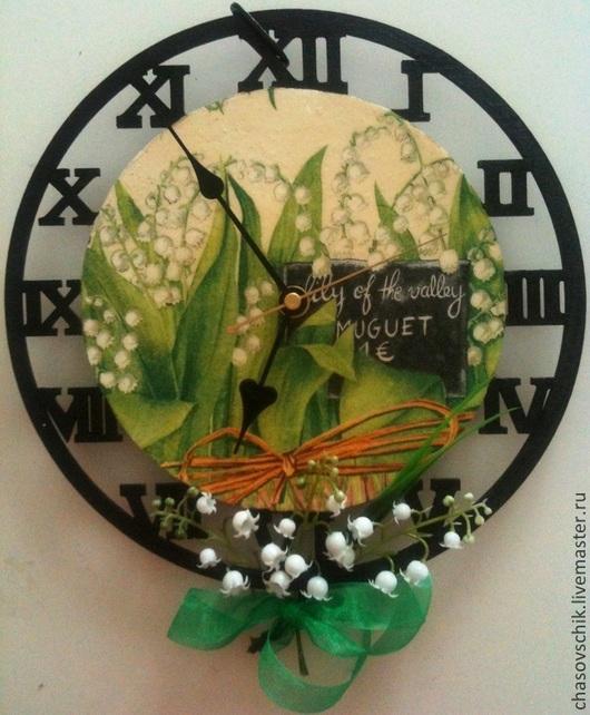 "Часы для дома ручной работы. Ярмарка Мастеров - ручная работа. Купить Часы настенные ""Ландыши"" на кронштейне. Handmade. Зеленый"