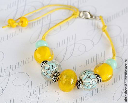 Солнечный летний браслет из авторского стекла лэмпворк с желтыми и бирюзово-голубыми бусинами. Цена 1200р