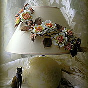 Потолочные и подвесные светильники ручной работы. Ярмарка Мастеров - ручная работа Лампа настольная с цветочным декором из фоамирана. Handmade.
