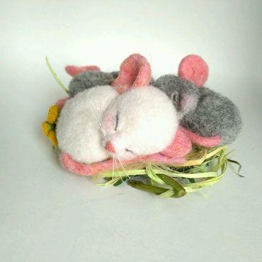 Украшения ручной работы. Ярмарка Мастеров - ручная работа Мышки-сплюшки (войлочные броши). Handmade.