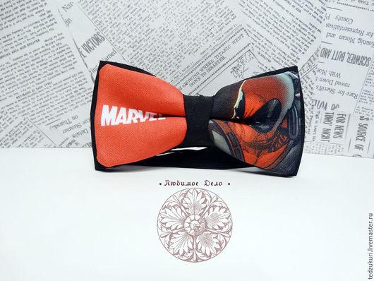 Галстуки, бабочки ручной работы. Ярмарка Мастеров - ручная работа. Купить Галстук - бабочка Дэдпул / комикс/ Marvel/ бабочка с дедпулом/ суперге. Handmade.