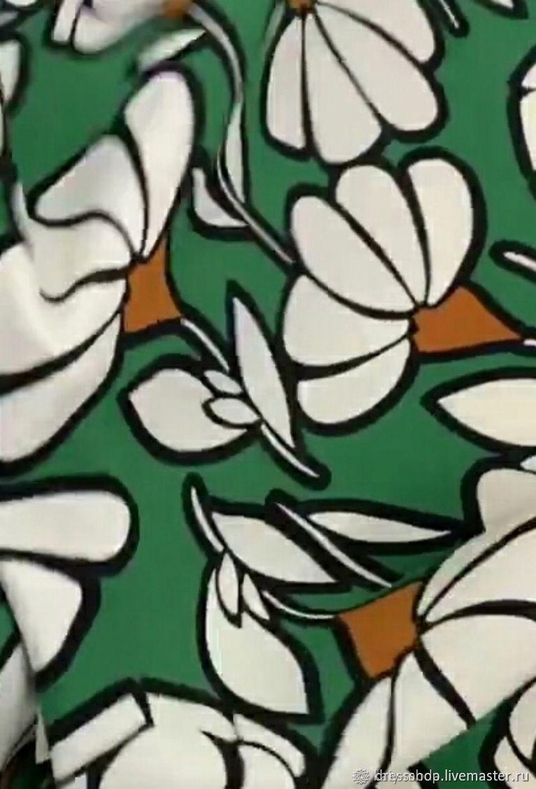 Вискозный плательный креп - цветы на зеленом, Ткани, Москва,  Фото №1