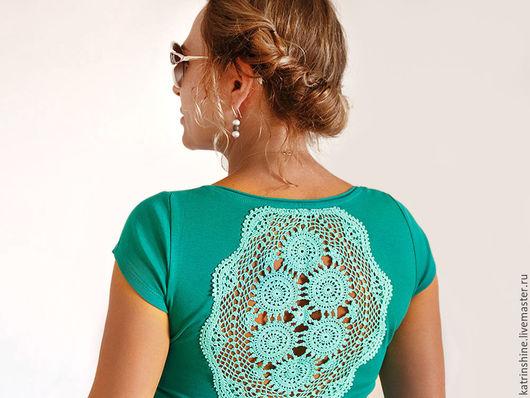 Футболки, майки ручной работы. Ярмарка Мастеров - ручная работа. Купить Сине-зеленая футболка с ажурной аппликацией на спине - Размер S. Handmade.