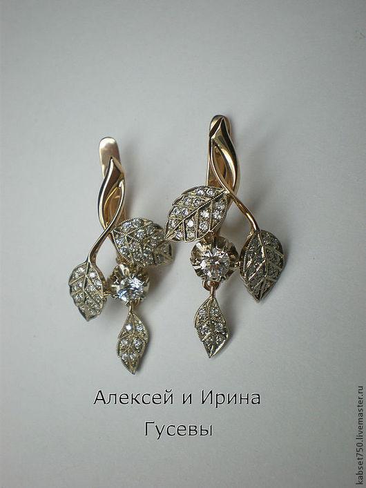 Серьги из белого и розового золота 585 пробы с муассанимами и 66 бриллиантами. Возможно изготовление из металла другой пробы и цвета, и с камнями на ваш вкус.