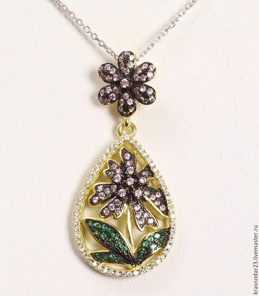 подвеска на цепочке из серебра 925 пробы в позолоте в виде цветка с драгоценными камнями