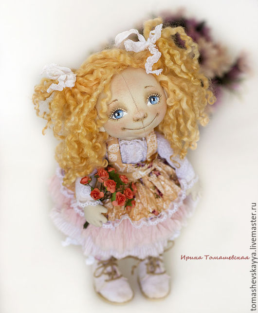 Текстильная интерьерная кукла. Красивая кукла из ткани, роспись лица текстильной куклы. Авторская кукла. Куклы и игрушки Томашевской Ирины.