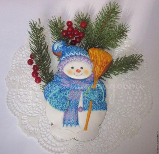 Новый год 2017 ручной работы. Ярмарка Мастеров - ручная работа. Купить Пряник новогодний Снеговик с метлой. Handmade. Пряники