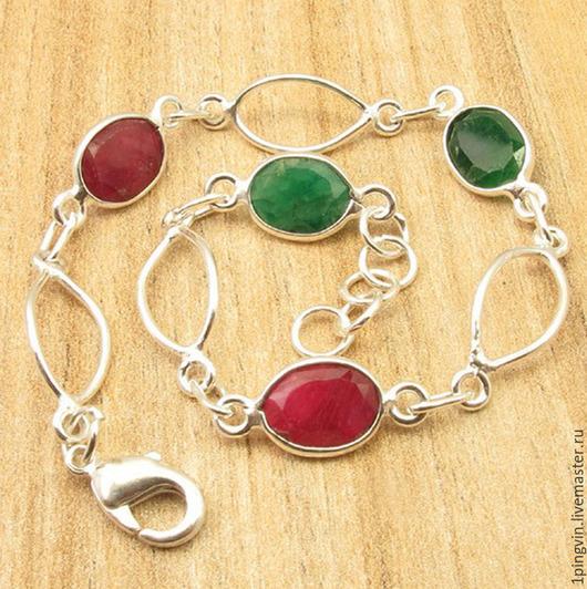 Легкий стильный серебряный браслет с натуральными рубинами и изумрудами. 4 волшебных самоцвета