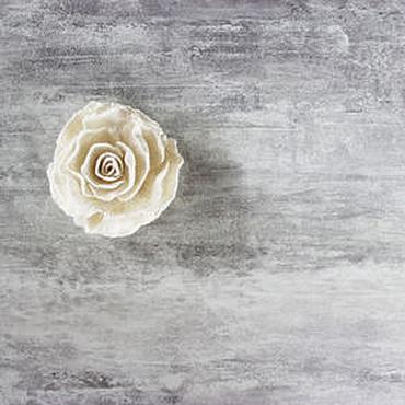 """Украшения ручной работы. Ярмарка Мастеров - ручная работа Белая войлочная брошь """"Роза"""". Handmade."""