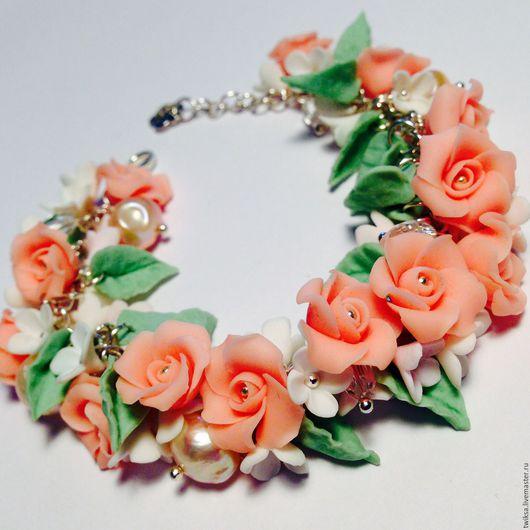 Браслеты ручной работы. Ярмарка Мастеров - ручная работа. Купить Браслет с персиковыми розами, белыми цветами и жемчугом. Handmade. Кремовый