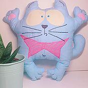 Куклы и игрушки ручной работы. Ярмарка Мастеров - ручная работа Кот-пугач, голубой с розовой бабочкой, 20на30см. Handmade.